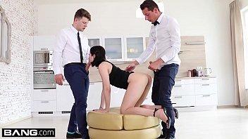 Lady Dee fucks the room service waiter and her boyfriend in a naughty DP Vorschaubild
