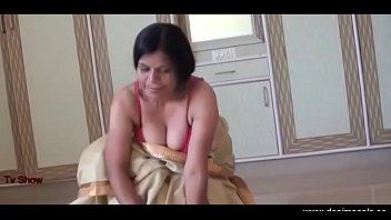 desimasala.co - Horny servant aunty seducing her maalik Vorschaubild