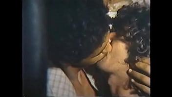 Indian gay movies - Meninas, virgens e p... - troca de óleo -1983