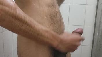 Punheta Gostosa no banho, vem brincar comigo