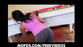 Spanish booty thumbs Sexy spanish wife strips out of her yoga pants to ride dick