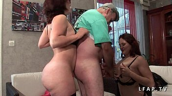 Mature aux gros seins sodomisee sauvagement