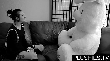 Black Goth Girls Agrees To Suck And Fuck With Teddy Bear At Casting, Jizz In Mouth