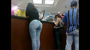 Morena Culona de jeans en el Orinokia Mall Parte 2