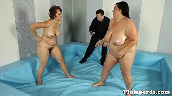huge bbw getting drilled on the floor min