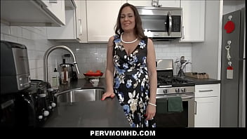 Big Ass Big Tits MILF Aunt Elexis Monroe Family Sex With Nephew POV