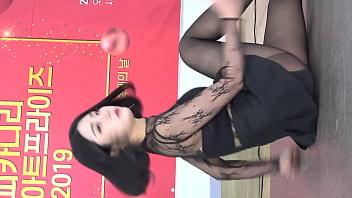 公众号【是小喵啦】韩国短发妹子黑丝短裙性感热舞
