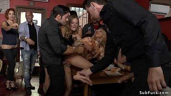 Food fetish and dp fuck in public bar Vorschaubild