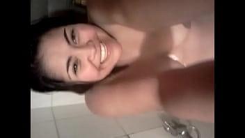 chilena gordibuena en la ducha