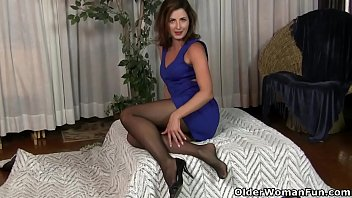Free hairy mature nylon picture pussy - American milf helena fingers her ass
