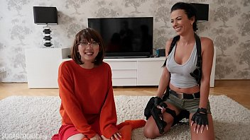 Tomb Raider porn - Lara Croft's lesbian sex with busty Asian Velma Dinkley from Scooby Doo - it's cosplay, it doesn't need to make sense Vorschaubild