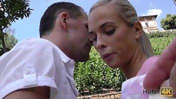 HUNT4K. Incroyable blonde dollface donne la bouche