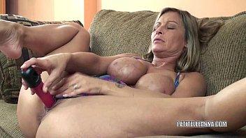 Horny housewife Leeanna fucks her toy