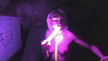 kelly copperfield deepthroats LED glowing dildo on webcam