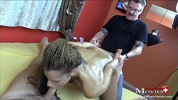 Teeny Carmela beim Pornotraining mit 2 Jungs - SPM Carmela20 TR05