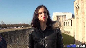 سميرة تحتفل بنهاية العام مع الديك في الحمار [فيديو كامل] - حيوانات سكس