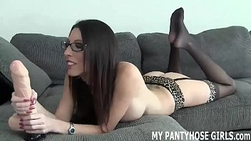 I bet my pantyhose make you want to cum JOI