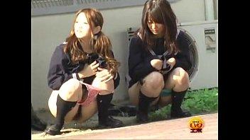 «盗撮»娘ちゃんが恥ずかし放尿するエロ動画で抜きたいやつw