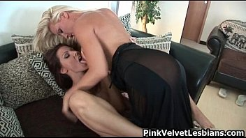 Horny brunette babe gets her nice pussy