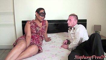 Teaser Une cougar metisse baisee par un jeune amateur