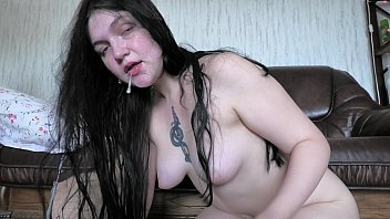 4K POV EVA HORNBALL, CAUGHT HER STEPDADDY JERK OFF AND OFFERS HELPING HIM WITH A  SLOPPY BLOWJOB 3 min
