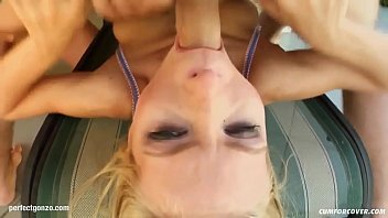 Helena gives many blowjobs for a group to receive bukkake end