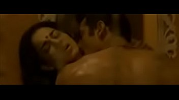 Hot scene of Kangana ranaut and john Abraham from Shootout at wadala