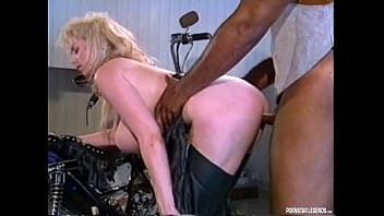 Classic Outdoor Porn With Chessie Moore Fucking A Black Stud While The Girls Watch