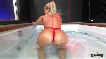Drowning underwater porn - Lara de santis - homemade italian bitch spreading tits ass and pussy and masturbate underwater in jacuzzi