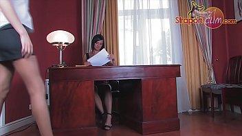 Lesbian secretary pantyhose - 602 720p 29f 8b 2017-08-03