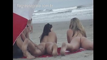 Doing massage on the naked girlfriend's pussy on the beach
