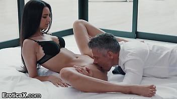 Sexy Latina Eliza Ibarra Passionate Affair With Boss - EroticaX 11分钟