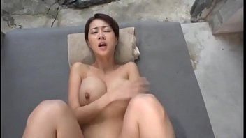 スケベな身体の巨乳人妻が温泉旅館で貪るように夫以外のチンポで乱れる濃厚セックス