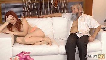 Streaming Video DADDY4K. Vanessa n'est pas contre le sexe avec son petit ami et son père - XLXX.video