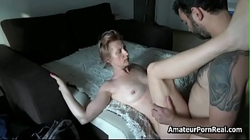 Real amateur sex video cougar Cock inside amateur mature mom blonde hairy pussy