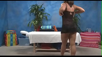 peliculas gratis de Hot sweetheart takes off jeans and blouse for full body massage