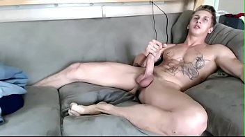 cam hooker Cums with buttplug In His butthole