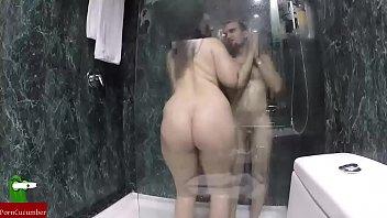 graba con una camara espia como le come el coño a su exnovia en la ducha GUI096