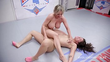 MILF Dee Williams in lesbian wrestling vs young Victoria Voxxx