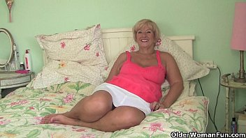 Chubby photographs - Chubby granny gets her old pussy fingered by photographer