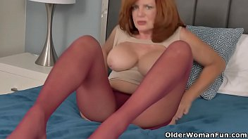 Hairy harely - Sultry milf andi james from florida rubs clit in nylons