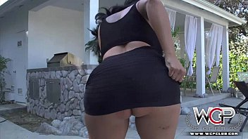 Big ass buns Wcp club anal kiara mia and her big buns