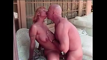 Blonde lady Xandria came to her neighbour to imform him that his never-ending parties originate too much noise and don't her and her family to take rest at evening time