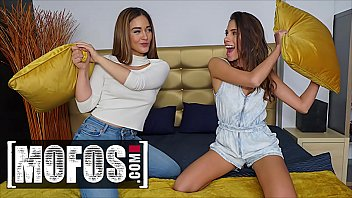 Kinky Girls (Ginebra Bellucci, Baby Nicols) Want That Hard Dick So Bad - MOFOS