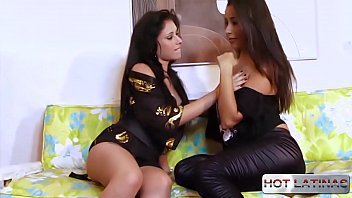 Two hotties want a cock - Ingrid - Vitor Gaúcho