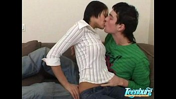 Students threesome party - WWW.FAPLIX.COM