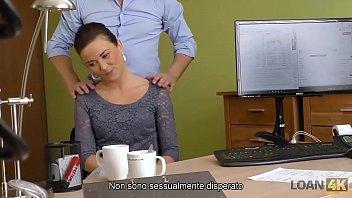 Loan4K. Casting Speciale Dovrebbe Essere Passato Da Bruna Per Ottenere Un Prestito