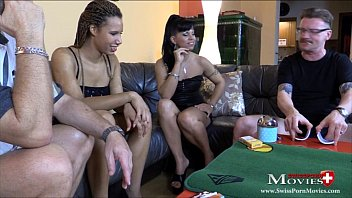 Teeny-Duo verliert beim Strip-Poker gegen 2 Kollegen - SPM CarmelaAmanda SC10