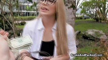 Big tit glasses amateur teen blows outdoors - 69VClub.Com