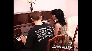Fake piano played by penis - Mature horny piano tutor fucking her student